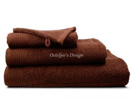 Geborduurde handdoek met eigen naam of tekst bruin