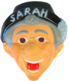 Masker Sarah lachend met hoed
