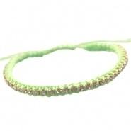 Armbandje Chrysolite green satijnkoord met strass en kraaltjes