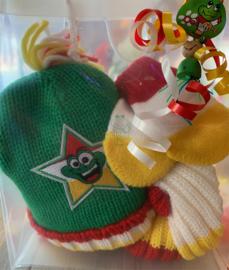 Oeteldonks baby-peuter cadeauset mutsje sjaal en  wantjes