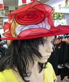 Hoedje rood met rood wit gele bloem