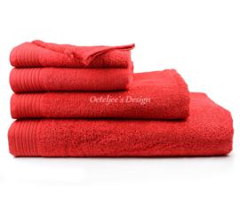 Geborduurd badlaken met eigen naam of tekst rood