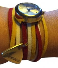 Oeteldonks horloge met rood wit gele suede veters en bedeltje