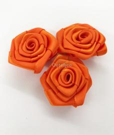 Set van 3 satijnen oranje roosjes