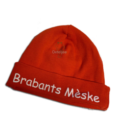 Brabants babymutsje rood met opdruk Brabants Mèske