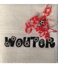 Handdoek met borduring eigen naam in voetbal letters