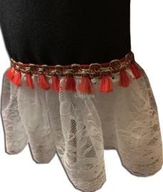 Kant wit met rood goud flosjesbandje voor aan de mouwen