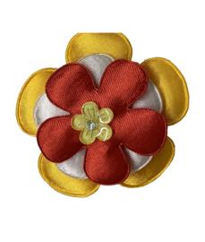 Corsage bloem Oeteldonkse kleuren rood wit geel en strass steentje