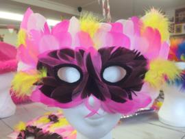 Venitiaans masker met roze wit gele veertjes