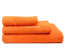 Geborduurd badlaken met eigen naam of tekst oranje
