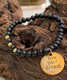 Zwarte armband met tekstbedel : 'live your dream'