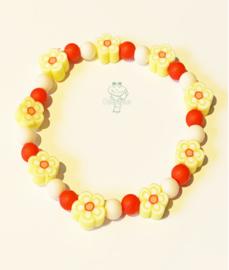 Oeteldonks kralen armbandje met bloemetjes rood wit geel meisje
