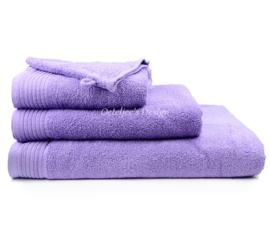 Geborduurd badlaken met eigen naam of tekst paars
