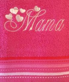 Badlaken fuchsia met geborduurde tekst Mama en hartjes