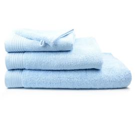 Geborduurde handdoek met eigen naam of tekst licht blauw