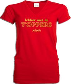 "Toppers  in Concert 2019 t-shirt dames rood V hals ""Lekker met de Toppers hartjes en XOXO"""