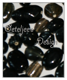 Glaskralen - Mix zwart 4- 15 mm 60 stuks per 100 gram