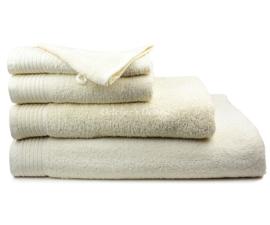 Geborduurde handdoek met eigen naam of tekst creme
