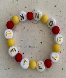Rood wit gele armband met tekst : 'OETELDONK'