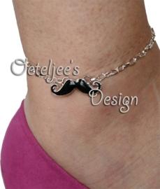 Metalen moustache snor met epoxy ± 9x31mm met 2 oogjes (± 2mm)