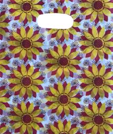 Verpakken in bloementasje rood wit geel