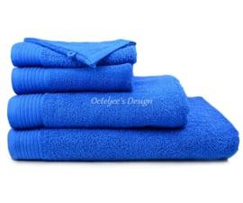 Geborduurd badlaken met eigen naam of tekst royal blue