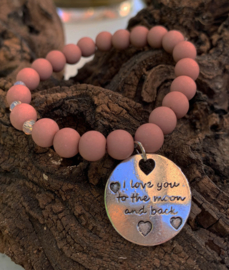 Taupe armband met tekstbedel : 'i love you to the moon and back'