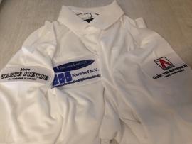 Polo's golfclub voorzien van sponsor emblemen