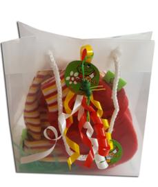 Oeteldonks baby cadeauset mutsje en rode wantjes