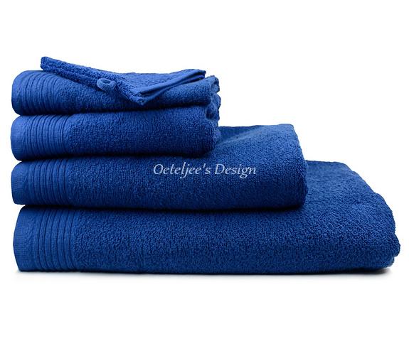 Geborduurd badlaken met eigen naam of tekst navy blue