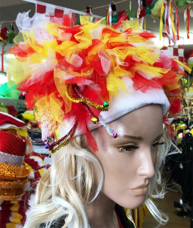 Oeteldonkse hoed met tule, curls en led verlichting
