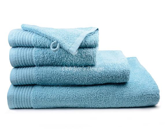 Geborduurd badlaken met eigen naam of tekst petrol