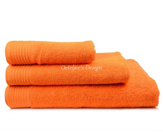 Geborduurde handdoek met eigen naam of tekst oranje