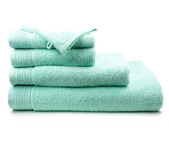 Geborduurd badlaken met eigen naam of tekst mint