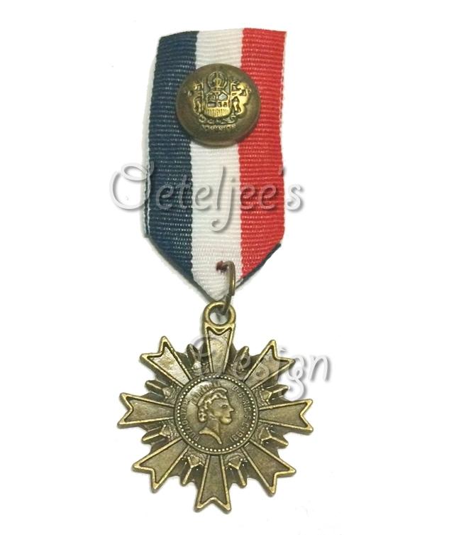 Medaille 3 blauw/ wit/ rood met oud bronzen ster