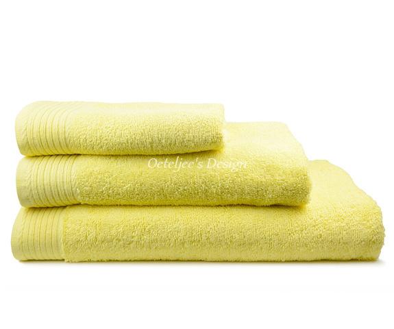 Geborduurde handdoek met eigen naam of tekst licht geel
