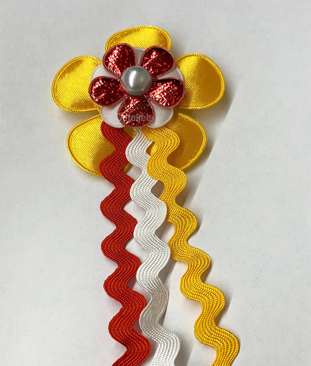 Corsage rood bling bling bloemetje, wit en geel Oeteldonk met franje