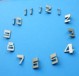 113.7 goudgelakte messing cijferset, Art Deco stijl, hoogte ca 17 mm