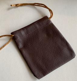 Z07 Bruin imitatieleren zakje voor kloksleutels of steentjes, 10,5 x 7,5 cm