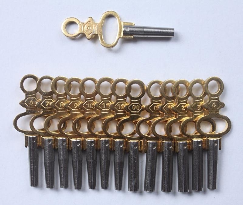 Set van 14 sleutels voor zakhorloges oplopend van 1 t/m 2 mm