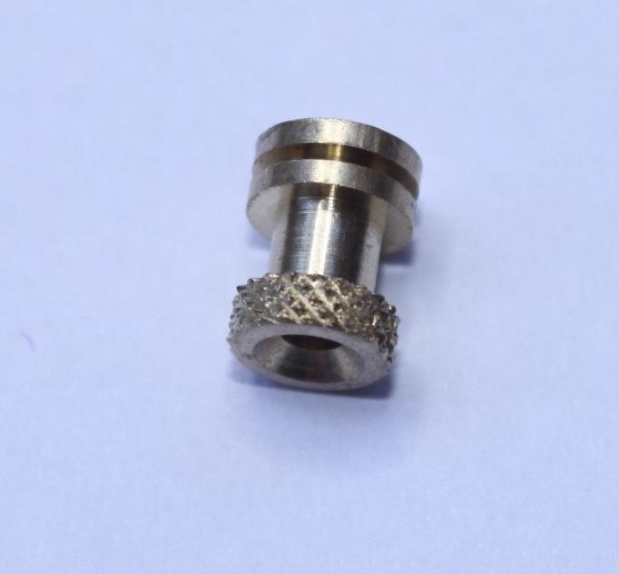 stelmoertje voor 2 mm slingerstaafje voor bv Zaanse of Sallanderklok