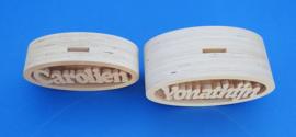 Spaarpot hout met eigen naam model Ovaal extra groot.
