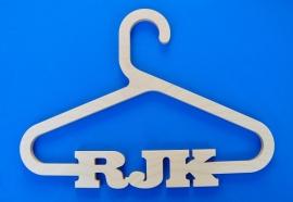 Kledinghanger model RJK met eigen naam.