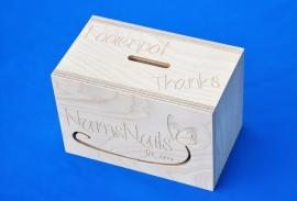Spaarpot hout naar uw eigen ontwerp.