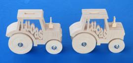 Sparbüchse Spardose Modell Traktor mit eigenem Namen aus Holz als Mutterschaftsgeschenk.