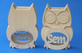 Sparbüchse Spardose Modell Owl 2 mit eigenem Namen aus Holz als Mutterschaftsgeschenk.