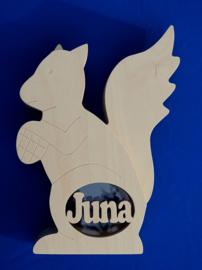 Sparbüchse Spardose Modell Eichhörnchen mit eigenem Namen aus Holz als Mutterschaftsgeschenk.