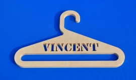 Kledinghanger model Vincent met eigen naam.