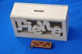 Spaarpot hout met eigen naam model MICK met sleutelhanger