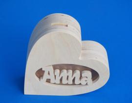 Sparbüchse Spardose Modell Herz 2 mit eigenem Namen aus Holz als Mutterschaftsgeschenk.